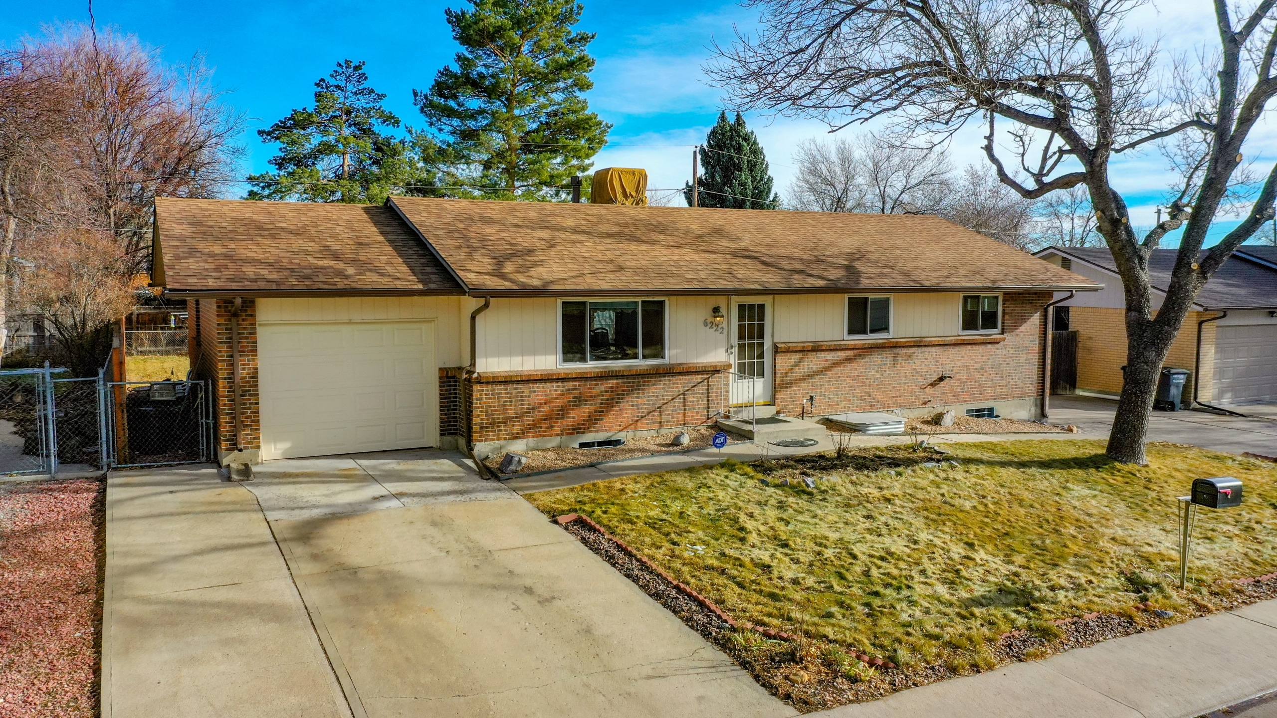 Arvada-Home-For-Sale-by-Homestead-Park-Yellow-Brick