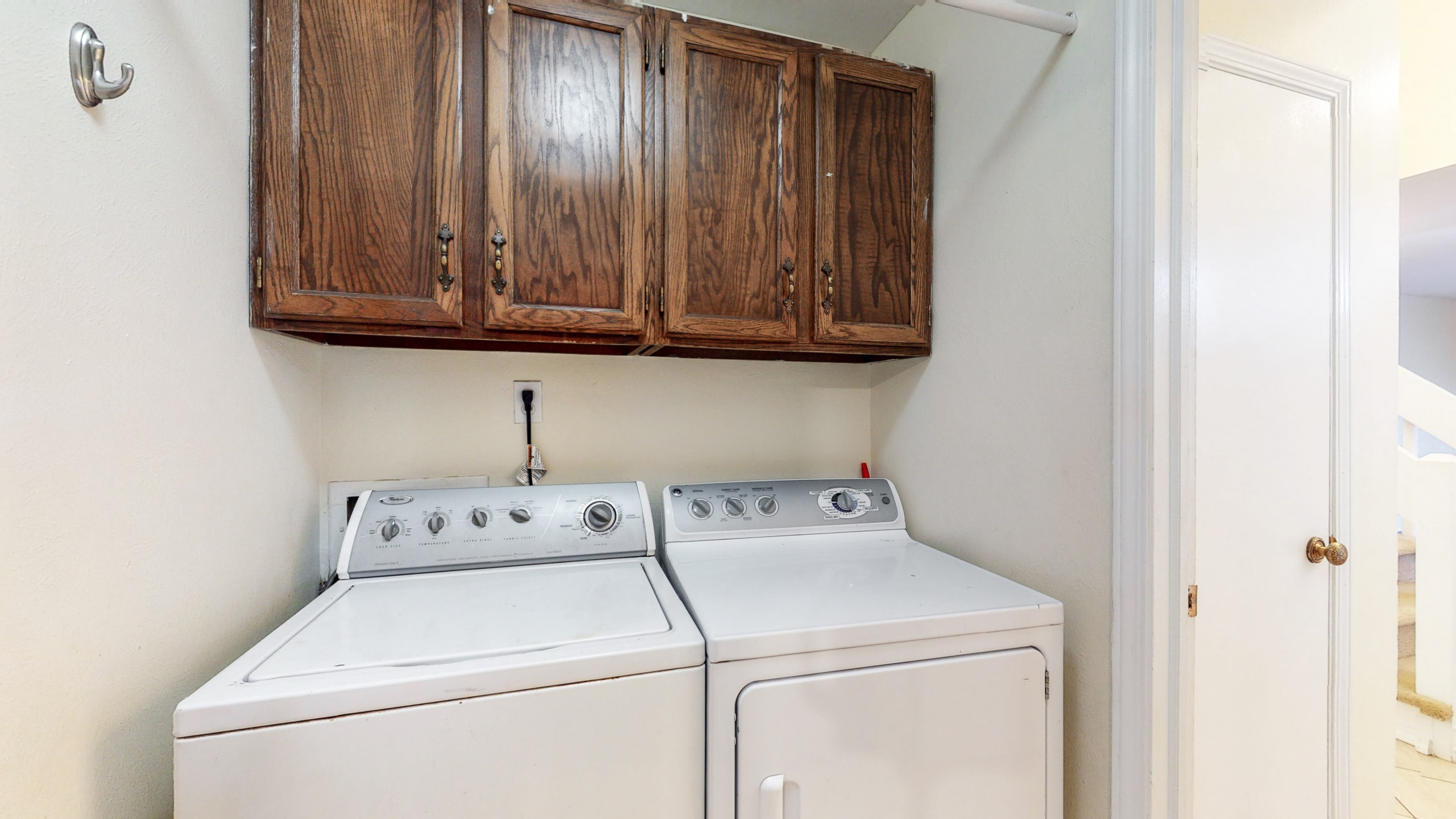Bright Home For Sale, Washer, Dryer, Laundry Room