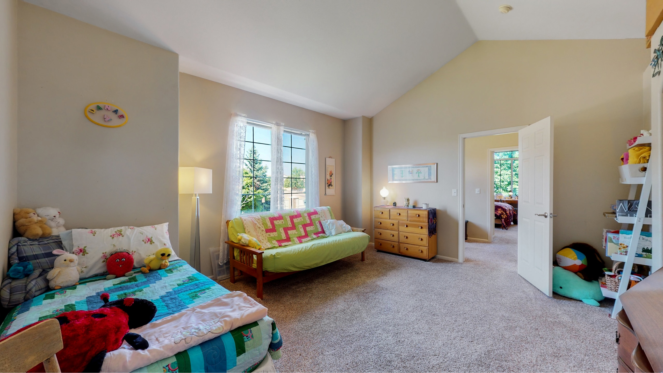 Large Extra Bedroom With Storage
