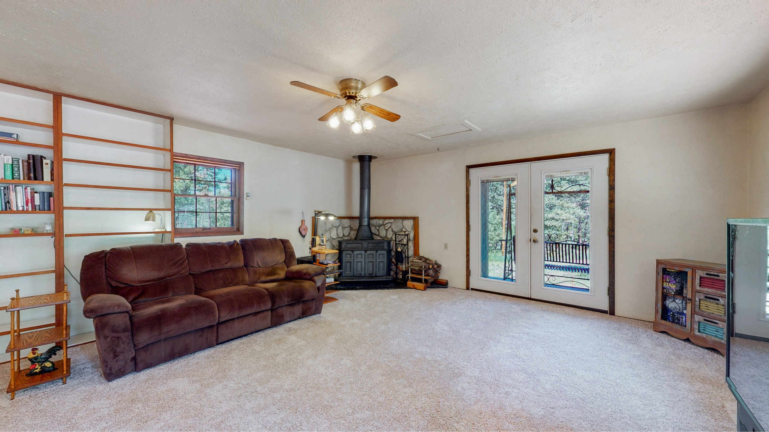 Large fireplace in family room makes for cozy winters in Evergreen