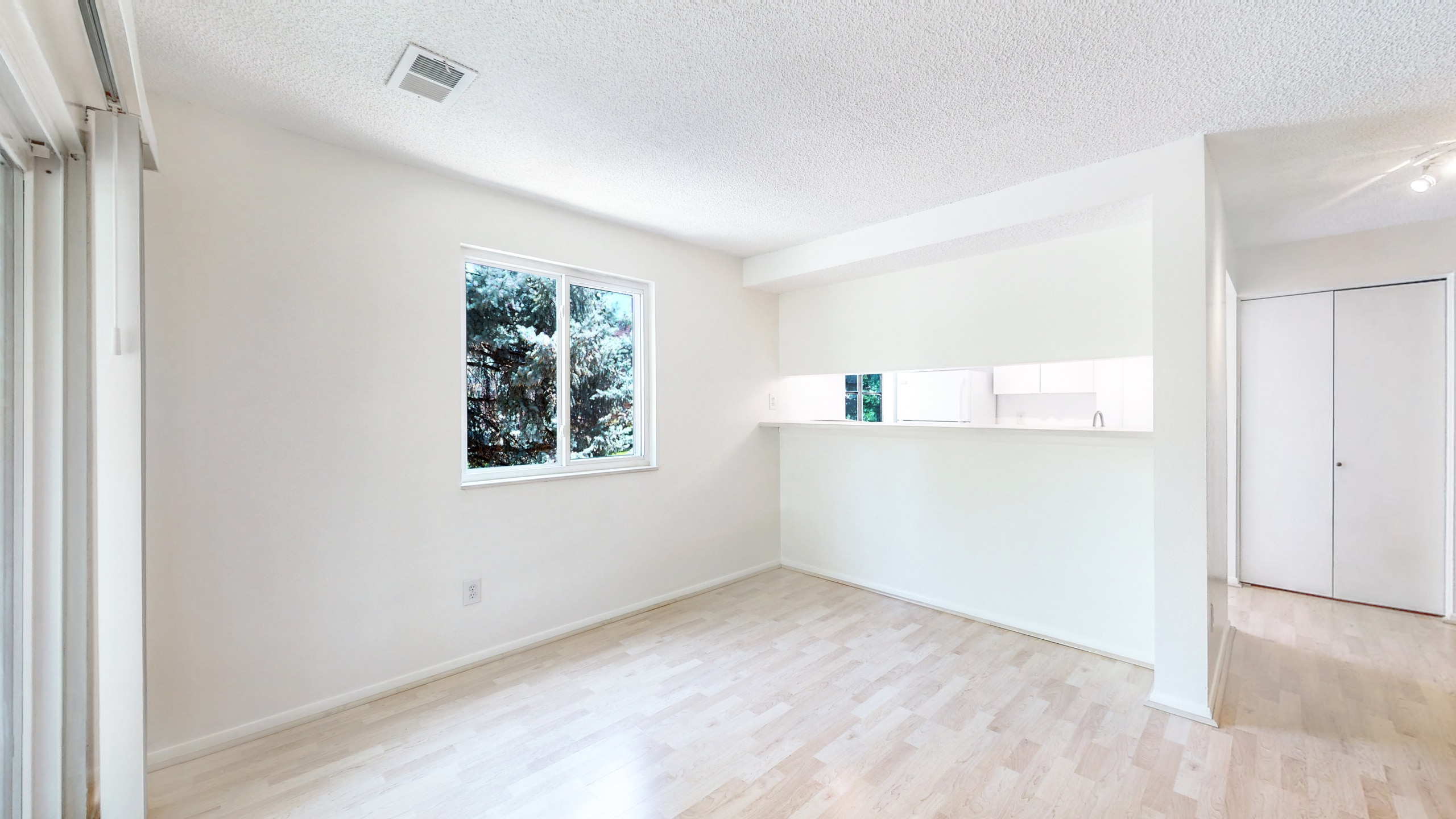 Aurora Condo For Sale With Dining Room